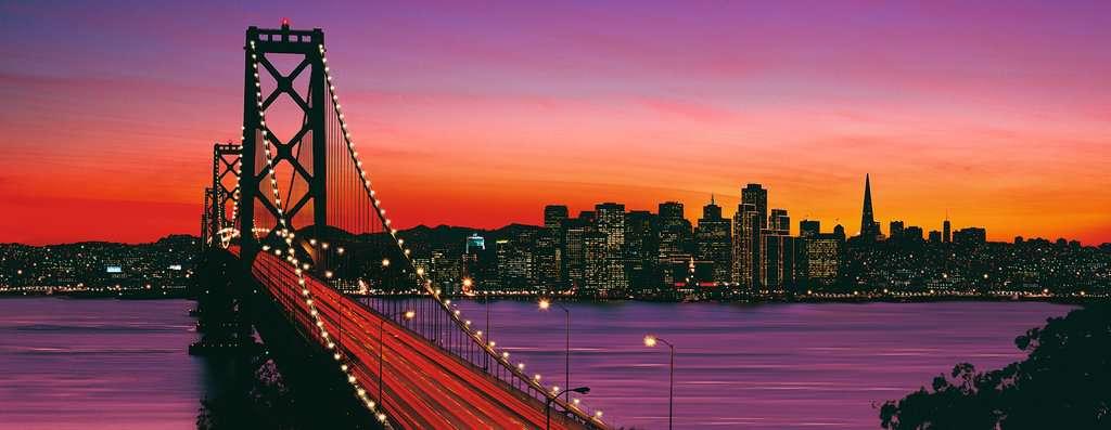 San Francisco, Oakland Bay Bridge bei Nacht